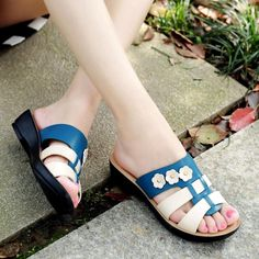 Summer ladies sandal slippers mother soft end fight color thick with sandals middle-aged slope with large size flat non-slip slippers