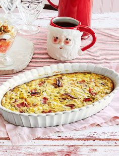 This Gorgeous Crustless Ham-and-Leek Quiche Is a Make-Ahead Dream Krustenloses Schinken-Lauch-Quiche-Rezept Christmas Brunch Menu, Christmas Lunch, Christmas Breakfast, Christmas Morning, Christmas Appetizers, Retro Christmas, Christmas Treats, Christmas Baking, Christmas Christmas