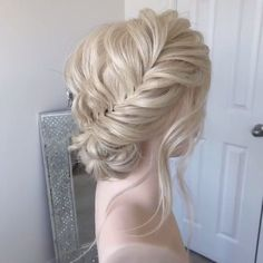 50 Glam Updo Styles For Wedding! 50 Glam Updo Styles For Wedding! Do you wanna see more fab hairstyle ideas and tips for your wedding? Then, just visit our website babe! Updo Styles, Curly Hair Styles, Chignons Glamour, Braided Hairstyles, Wedding Hairstyles, Braided Updo, Hair Videos, Hair Designs, Hair Hacks