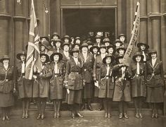 Girl Guides outside Garnethill Synagogue in 1930's