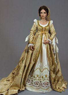 Renaissance Lady - doll size but the detail!!!!!
