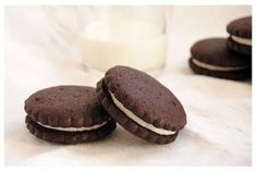 Galletas tipo oreo caseras Choco Chocolate, Cake Pops, Sweet Recipes, Dinner Recipes, Food And Drink, Cupcakes, Cookies, Eat, Breakfast