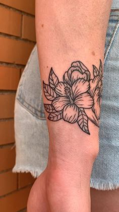 Basic Tattoos, Mini Tattoos, Body Art Tattoos, Cute Tattoos For Women, Cool Small Tattoos, Cool Tattoos, Wrist Tattoo Cover Up, Arm Tattoo, Sleeve Tattoos