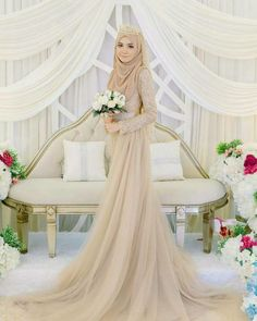 110 wedding hijab styles that are stunning - 110 wedding hijab styles that are stunning – page 1 Muslim Wedding Gown, Malay Wedding Dress, Muslimah Wedding Dress, Muslim Wedding Dresses, Muslim Brides, Wedding Attire, Bridal Dresses, Wedding Gowns, Dress Muslimah