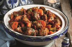Slimming Slimming World's lamb tagine recipe - goodtoknow - Slimming World's lamb tagine is a guilt-free treat to enjoy at the weekend. This mouth-watering dish is made with tender lamb and packed with flavour Slow Cooker Recipes, Diet Recipes, Cooking Recipes, Healthy Recipes, Recipies, Slow Cooking, Jucing Recipes, Coctails Recipes, Crockpot Meals