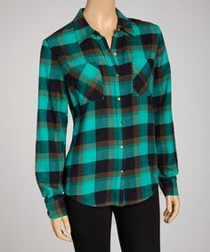 Put on the plaid with this trendy button-up. A collar neckline and long-sleeve silhouette make for a layer to love that will span the seasons.