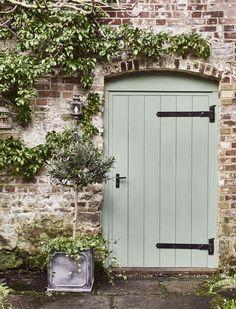 85 Stunning Small Cottage Garden Ideas for Backyard Inspiration - DoitDecor Small Cottage Garden Ideas, Garden Cottage, Backyard Cottage, Painted Shed, Painted Doors, Painted Bricks, Green Front Doors, Front Door Colors, Cottage Porch