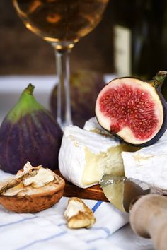 Figs, wine and cheese