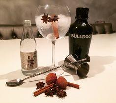 Bulldog gin met Bö tonic water, kaneelstokje, steranijs en litchi. Mooi combinatie