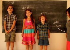 announcing a fourth pregnancy with siblings and a chalkboard via Hope and Honey Pregnancy Gender Reveal, Pregnancy Tips, Pregnancy Photos, Pregnancy Announcements, Maternity Pictures, Baby Pictures, Baby Drawing, Baby Makes, Trendy Baby