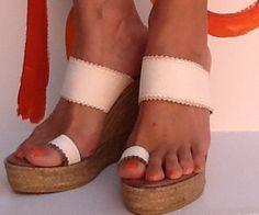 Modelo Emin...Blanco roto en tus pies Visita nuestra página de FB Ioo Ideas https://www.facebook.com/ideasioo