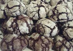 Csokis pöfetegek Cookies, Chocolate, Food, Crack Crackers, Biscuits, Essen, Chocolates, Meals, Cookie Recipes