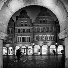 # Münster by Chaulafanita [www.juliadavilalampe.com], via Flickr ||| Münster Schwarz Weiss Bilder Fotografie Prinzipalmarkt Münster Bildagentur FOTOSUCHEN.COM - Professionelle Fotos aus Münster - Bilderdatenbank Auftragsfotografie Fotos Internetseiten - FOTOSUCHEN.COM