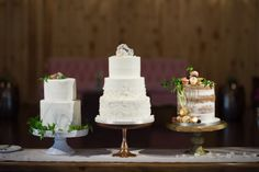 Organic Oklahoma Wedding | Decor/Rentals: Ruby's Vintage Rentals & Marianne's Rentals Special Events Solutions | Wedding Planner: Emerson Events | Photography: Ely Fair Photography | Venue: The Springs in Edmond | Cake: Amy Cakes #bridesofok #wedding #cakes