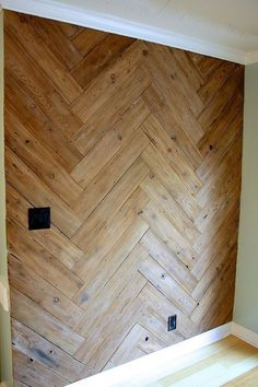 Wandverkleidung aus Holz Stunning Herringbone Plank Wall, Upcycled From an Old, Ugly Fence! Herringbone Wall, Herringbone Pattern, Plank Walls, Wood Walls, Wall Wood, Wood Floor On Wall, Wood Wall Paneling, Wood Wall Design, Wood Flooring