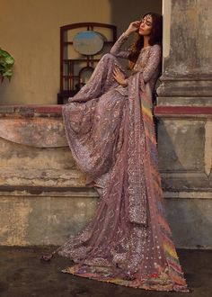 To make sure you look the best for the next wedding you attend, we have put down 10 tips to style for a wedding and get all eyes on you. Pakistani Wedding Outfits, Wedding Dresses For Girls, Pakistani Wedding Dresses, Pakistani Dress Design, Bridal Outfits, Wedding Hijab, Walima Dress, Punjabi Wedding, Boho Wedding