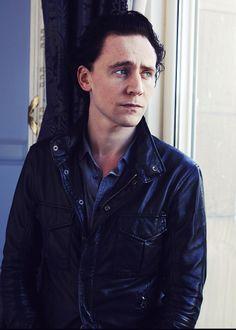 Tom Hiddleston Thomas William Hiddleston, Tom Hiddleston Loki, Girls Toms, Gorgeous Men, Beautiful People, Thor Marvel, Avengers, Wink Wink, Yummy Yummy