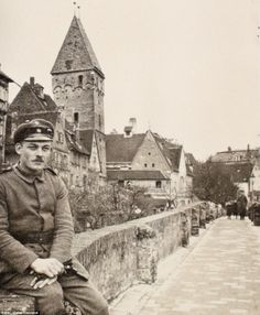 16-year-old soldier Walter Kleinfeldt photographed in the German city of Ulm in 1915. Just a few weeks later, he was in the Battle of the Somme. WWI