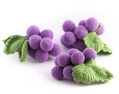 1 Pcs - Crochet grapes, teether teeth, play food, kitchen decoration, eco-friendly toys (6m+) - MiniMom's -