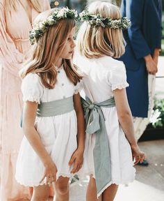 Short Bridesmaid Dresses, Bridesmaid Flowers, Wedding Dresses, Green Flower Girl Dresses, Dresses Kids Girl, Flower Girl Crown, Flower Girls, Flower Crowns, Wedding With Kids