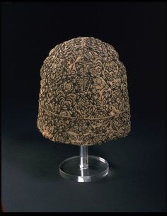 Nightcap     1600-1625 (made) Linen, embroidered with silver-gilt thread and silks     Museum number:    198-1900 Victoria & Albert Museum