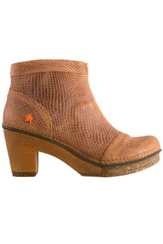 Ankle boots in the best heel height for easy all day wear.  CARAMEL  BOOT - THE ART CO