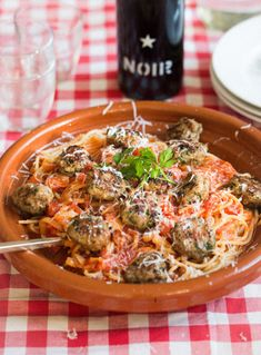 The best recipe for spaghetti and meatballs. Just like your nonna used to make them. Spaghetti Recipes, Pasta Recipes, Cooking Recipes, Healthy Recipes, Delicious Dinner Recipes, Strudel, Evening Meals, Everyday Food, Fabulous Foods
