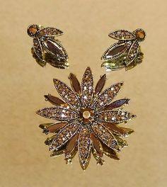 1303~Vtg Sgnd Hollycraft Goldtone Glittering Gold Rhinestone Brooch Earring Demi #Hollycraft