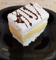 Madártej szelet – Ez Nem Semmi Sweet Recipes, Cake Recipes, Torte Cake, Different Cakes, Vanilla Cake, Food And Drink, Cookies, Baking, Eat