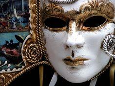 las cajas llenas de máscaras Lady and Mascaras