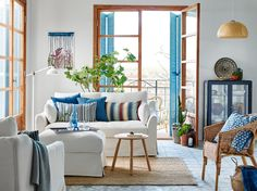 Small on space, big on comfort Ikea Inspiration, Living Room Furniture Inspiration, Blue And White Living Room, Decoration Ikea, Traditional Decor, Home Decor Bedroom, Living Room Designs, Small Spaces, Interior Design