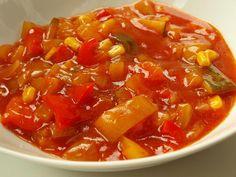 Vše nakrájet na kostičky, přidat sůl, olej, worchestr, sojovku a kečup,  vařit 30 minut, míchat !!!!Zavařovat 15 minut při 85 o C. (je to dobré...