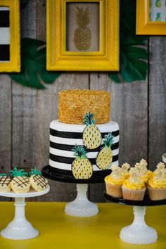 Party Like a Pineapple | Fabulous Party Ideas http://jennycookies.com/2014/08/partylikeapineapple/