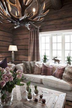 Keltainen talo rannalla: Rustiikkia ja makuuhuoneen muutos Cabin Homes, Log Homes, Room Decor Bedroom, Interior Design Living Room, Diy Home Decor, Family Room, Living Spaces, Decoration, House Design