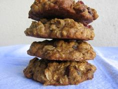 Sweet moist and delicious low fat applesauce oatmeal cookies will satisfy sweet tooth without guilt, 92 calories, 3 Points Plus