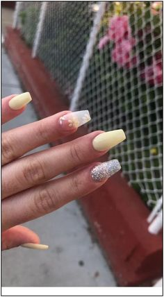 White Acrylic Nails Water White Acrylic Nails # Nails About Weiße Acrylnägel Wasser We Acrylic Nails Coffin Short, Simple Acrylic Nails, Best Acrylic Nails, Summer Acrylic Nails, Pastel Nails, Yellow Nails, Short Pink Nails, Short Fake Nails, Summer Nails