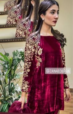 Velvet Pakistani Dress, Pakistani Dresses Party, Simple Pakistani Dresses, Pakistani Fashion Party Wear, Indian Fashion Dresses, Pakistani Dress Design, Pakistani Outfits, Stylish Dress Designs, Stylish Dresses
