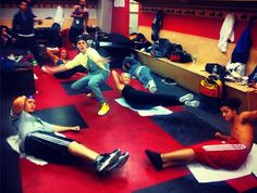 i don't understand why Justin isn't exercising with the rest of the dancers lol...