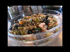 Luštěniny jsou nejen chutné, ale hlavně zdravé, proto bychom si měli jednou za čas připravit třeba tento čočkový salát. Oatmeal, Breakfast, Food, The Oatmeal, Rolled Oats, Hoods, Meals, Overnight Oatmeal