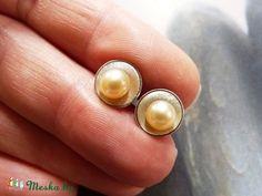 Gyöngy ezüst korong bedugós fülbevaló (halvány rózsaszín), Ékszer, óra, Fülbevaló, Ékszerkészítés, Fémmegmunkálás, Meska Pearl Earrings, Pearls, Jewelry, Fashion, Moda, Pearl Studs, Jewlery, Bijoux, Fashion Styles