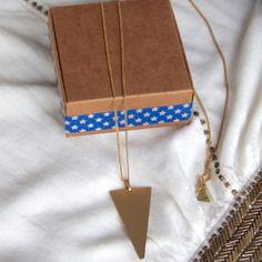 Sautoir / collier long triangle en laiton brut (doré) - bijou fin, ethnique chic, boho / Myo jewel