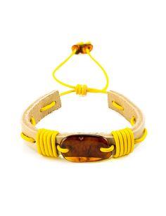 фото Браслет с коньячным янтарём из светлой кожи, переплетённой жёлтым шнурочком