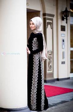 Long sleeve dress with lace design