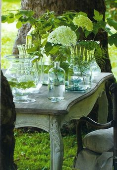 pretty- simple green table setting