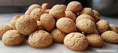 Glutenvrije kruidnootjes | Bakkenderwijs #recepten #bakken #glutenvrij #sinterklaas #homemade #pepernoten #kruidnootjes Krispie Treats, Rice Krispies, Om, Desserts, Deserts, Dessert, Rice Krispie Treats, Rice Cereal, Postres