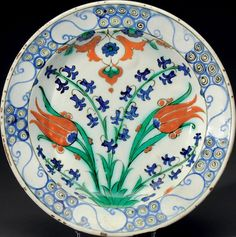 IZNIK. Plat aux deux tulipes et aux tiges de jacinthes. Turquie, Art Ottoman, circa 1560-1580