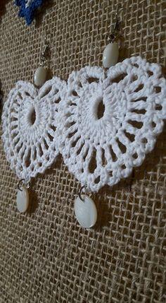 Marcia Lobo Crochê Crochet Owls, Bead Crochet, Diy Crochet, Love Crochet, Crochet Earrings Pattern, Owl Crochet Patterns, Crochet Designs, Thread Jewellery, Tatting Jewelry