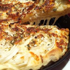 By far my favorite pizza. Doug, Cheese and onions. Best Italian Recipes, Great Recipes, Dinner Recipes, Favorite Recipes, Pizza Argentina, Argentinian Recipes, Traditional Italian Dishes, Latin American Food, Argentine