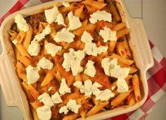 Deze pasta-ovenschotel bevat redelijk veel groente, wat heel lekker smaakt! Natuurlijk kan je weer volop variëren met de ingredienten.