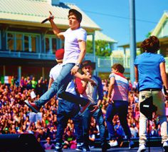 Nialler must have been giving Liam flying lessons!